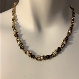Jewelry - 6/$20! VINTAGE GOLD TONE & FAUX PEARL NECKLACE